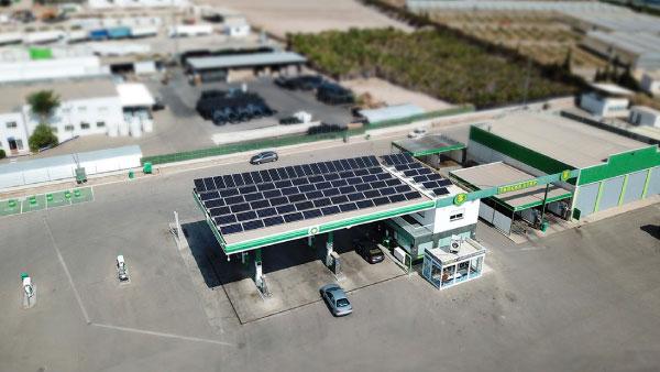 Instalación fotovoltaica en estación de servicio gasolinera
