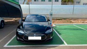 Punto de carga rapida para coches eléctricos en BP AGUILAS