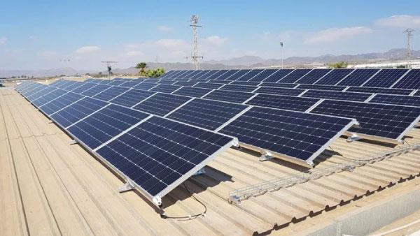 Instalación fotovoltaica empresa Truck Stop S.L.