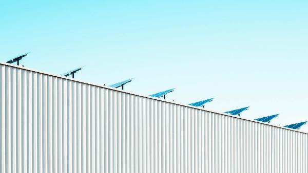 ¿Cómo es el proceso de instalación de placas fotovoltaicas en una empresa?